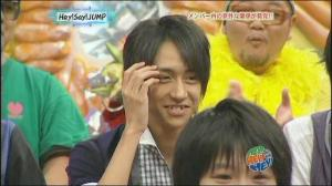 Look how embarrassed he is~~ <3 hee hee